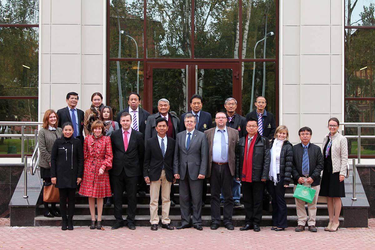 ИПМЭиТ посетила делегация из университета Суан Сунада Раджабат
