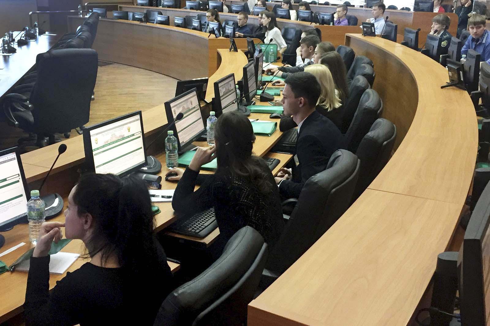 Студенты ВШГиФУ приняли участие в заключительном этапе олимпиады по специальности «Таможенное дело»